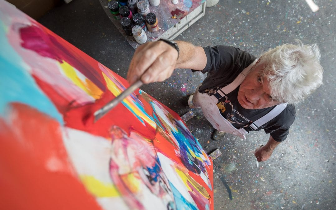 Artist Lou Thissen paints for EEMA